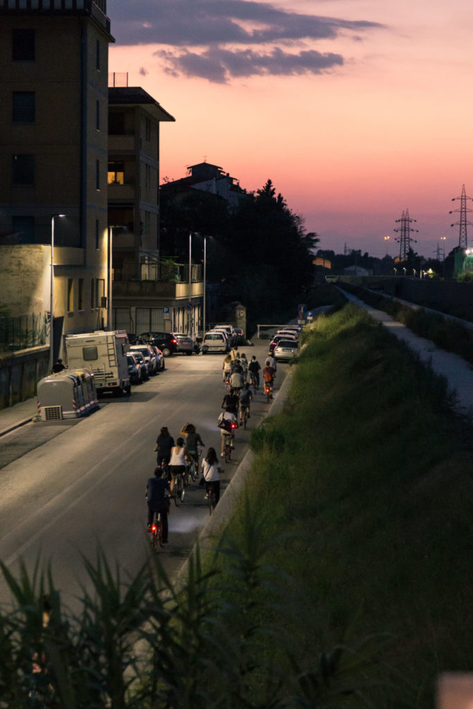 Grand tour in bici tramonto